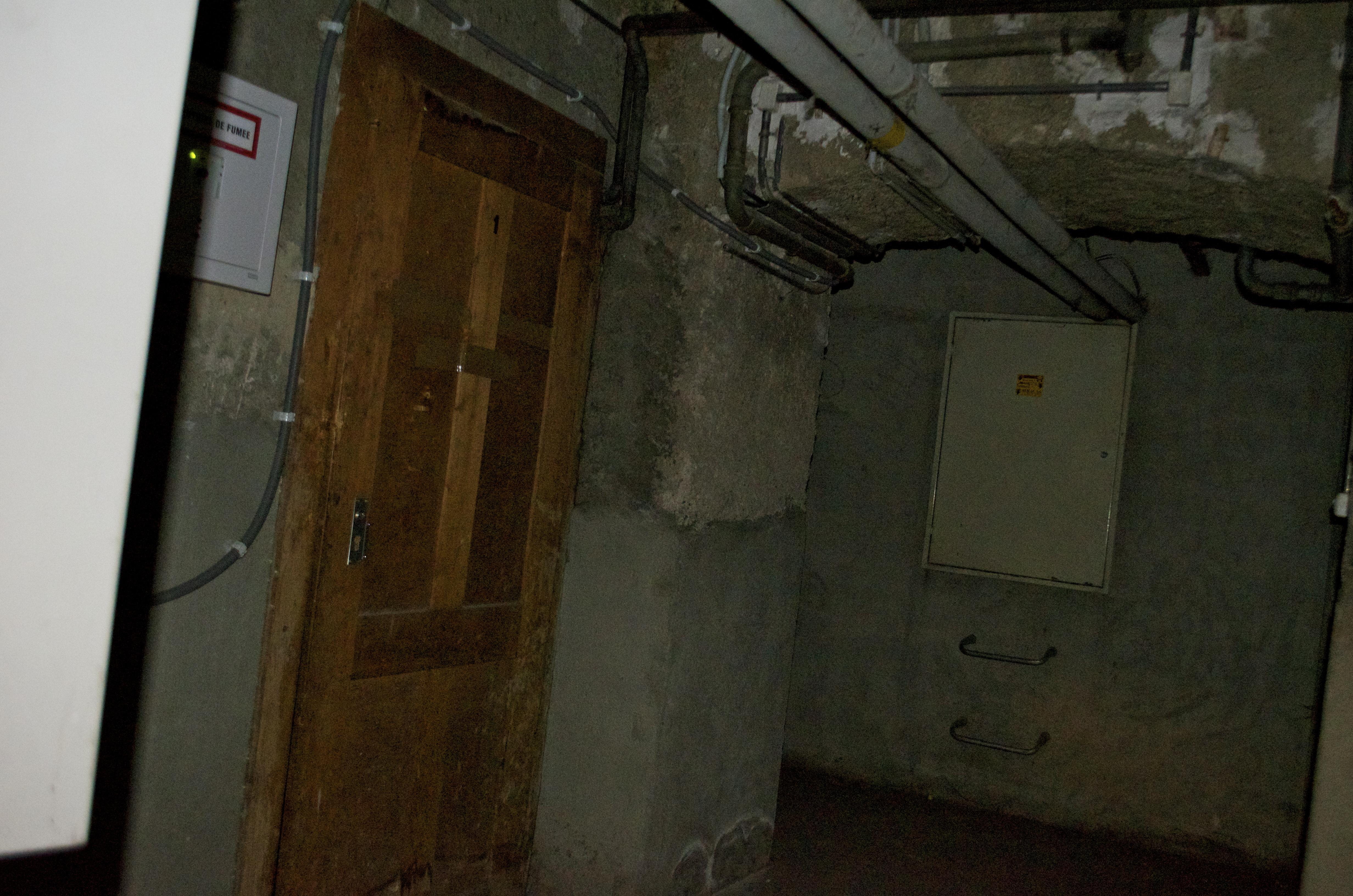 how to build woodframed underground bomb shelter