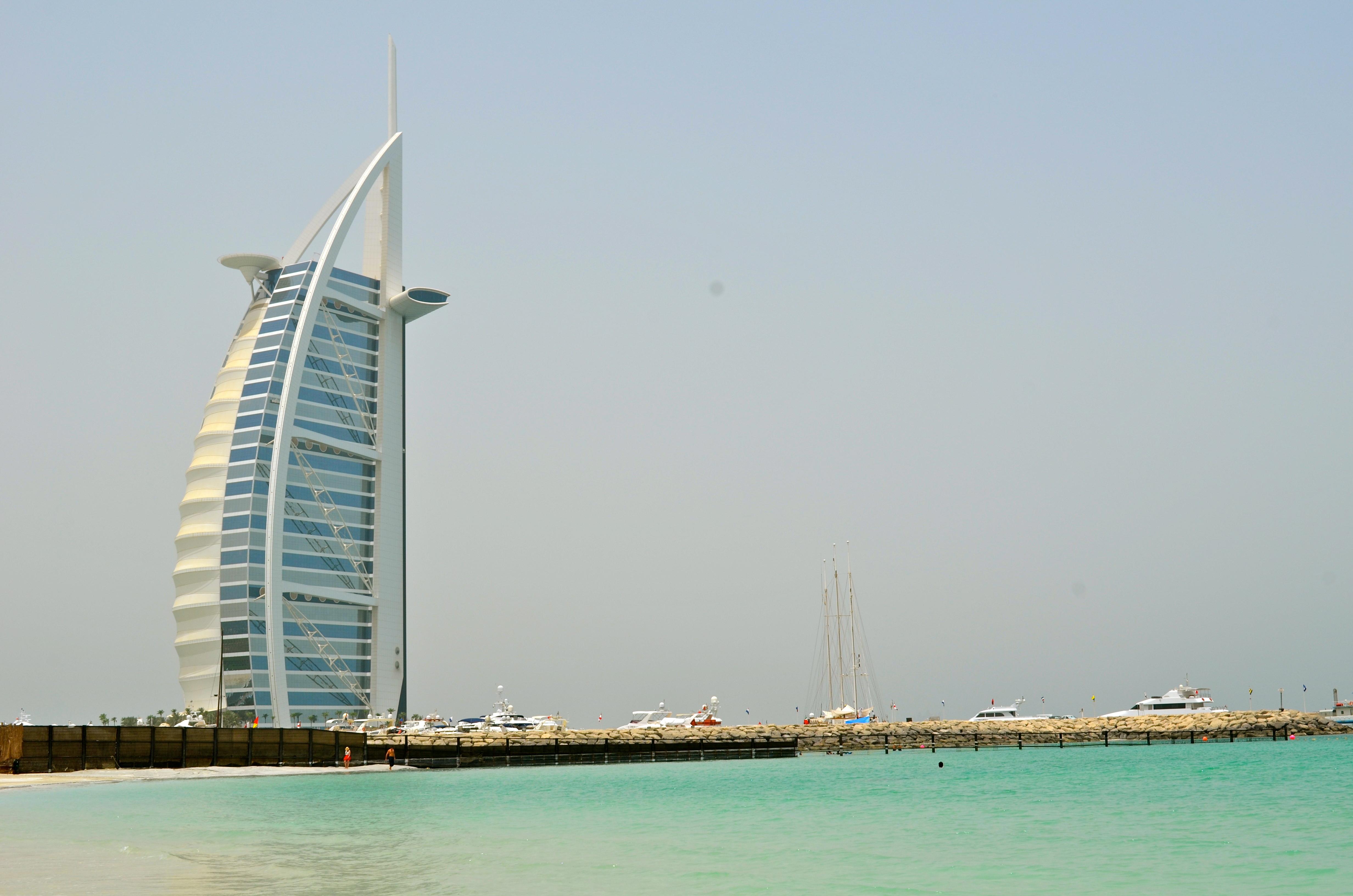 Dubai s modern architecture schwingeninswitzerland for Dubai architecture moderne